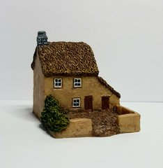 (6B012) Thatched Cottage