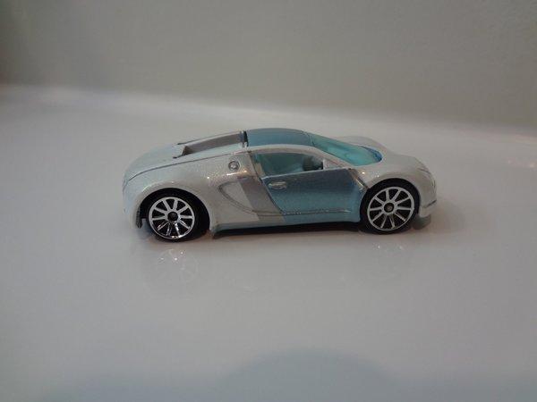 hot wheels bugatti veyron mystery car white reversed wheels loose diecastz. Black Bedroom Furniture Sets. Home Design Ideas