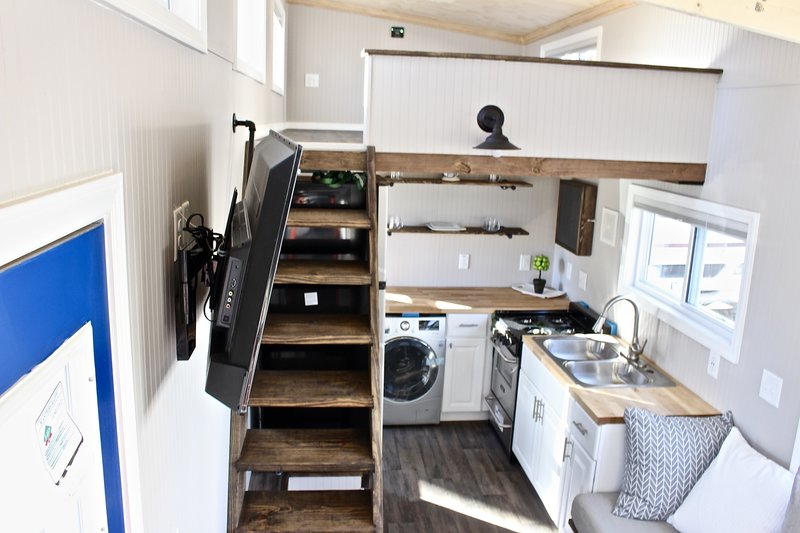 30 Easy Shack Deluxe Tiny House On Wheels Main Floor Bedroom Mini Mansions Tiny Home Builders Llc