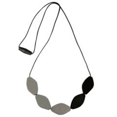 Large Tulip Bead Necklace - Black/Grey