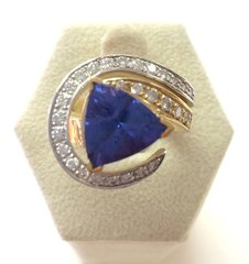 Beautiful 14K Gold Ring With Natural Tanzanite and Diamonds