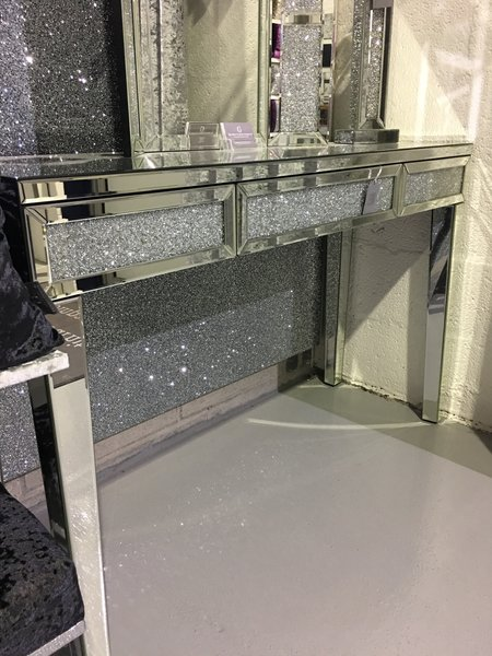 Stunning Crushed Diamond And Mirror Console Table The