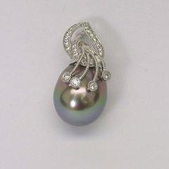 18K W/G Diamond Black Pearl Pendant