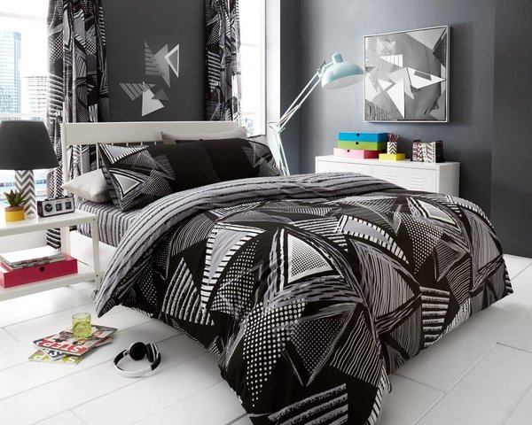 Pop Triangle black duvet cover