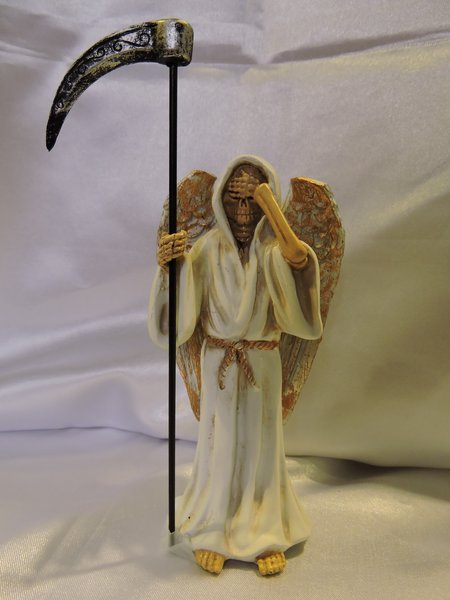 Santa Muerte Blanca No Ver Con Alas - White Holy Death See No Evil With Wings