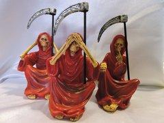 Santa Muerte Roja No Ver, No Hablar, & No Escuchar - Red Holly Death See No Evil, Speak No Evil, & Hear No Evil