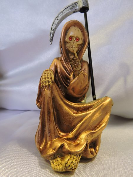 Santa Muerte Bronce No Hablar - Bronze Holy Death Speak No Evil