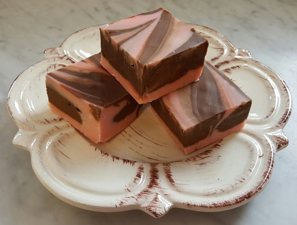 Amaretto Chocolate 1/4 lb