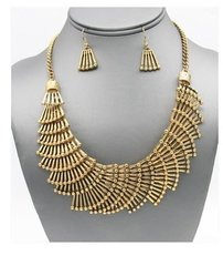Metal Gold Fan Necklace Set