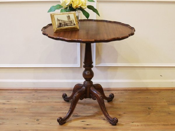 Vintage imperial grand rapids mahogany pie crust pedestal for Pedestal side table