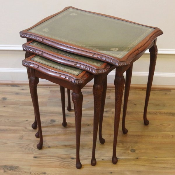 Vintage english nesting tables set of 3 leather and for Glass top nesting tables