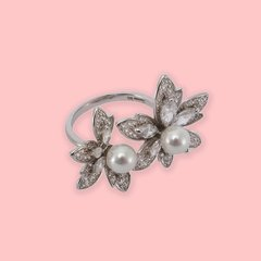 Lara Heems Pearl Flower Ring