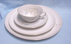 DISHES: China (4) Piece Setting Eschenbach Baronet Pandora China