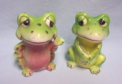 COLLECTIBLE SALT & PEPPER SHAKERS - Vintage Frogs Salt & Pepper Shakers by Norcrest