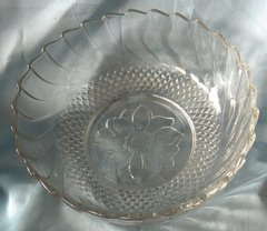 "Decorative Bowl: Beautiful Vintage KIG Indonesia Bowl Clear Press Glass 9 1/4"" Diameter Floral design"