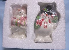 """COLLECTIBLE SHAKERS: Cute Snowman & Snow Lady Salt & Pepper Shakers """"Flurry Folk"""" by Fitz & Floyd"""