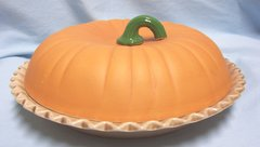 BAKEWARE: Pie Plate, Pie Dish with Cover by Universal Trump Corp Pumpkin Pie Recipe in bottom of Pie Dish