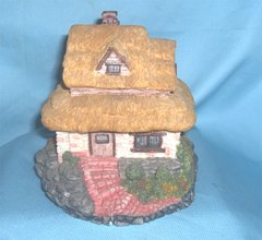 COLLECTIBLES: 1995 Olde England's Classic Collectible Cottage - Canterbury Inn