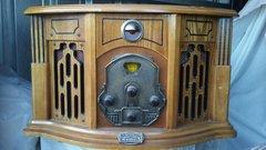 Thomas Pacconi Classics Record Player / Am-Fm Radio