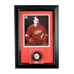 Single Hockey Puck Display Case and 8 x 10 Frame