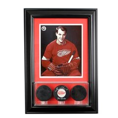 Triple Hockey Pucks Display Case and 8 x 10 Frame
