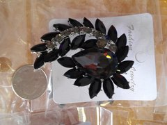 Blac Brooch Pin #2912