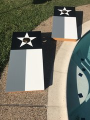 Grey-scale Texas flag Cornhole set