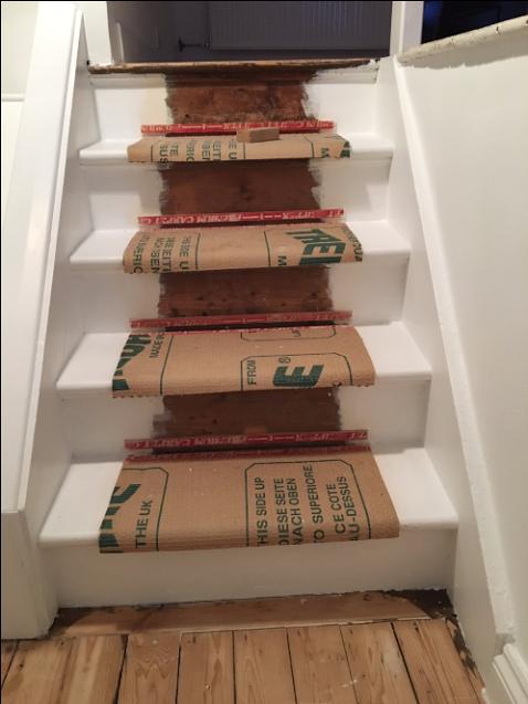 Trapper nu udstyret med gripper og underlag, venter på trappe tæppet løberen