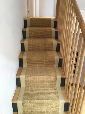 Sisal trappe tæppe beige linned grænse udstyret med gripper