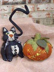 #187 Black cat and pumpkin pincushion pattern