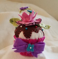 #236 Kit Crowned Flower cupcake pincushion