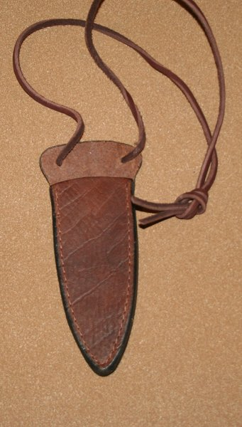 Sheath Medium Leather Neck 02
