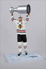 McFarlane NHL Series 28 Jonathan Toews Chicago Blackhawks with Cup